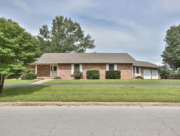 1005 South Oakland Avenue Bolivar, MO 65613 - Image