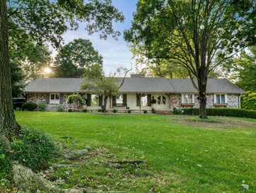 2972 South Natural Bridge Drive Springfield, MO 65809 - Image 1