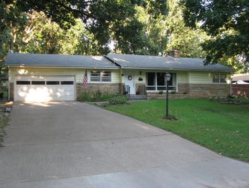 1214 South Oak Avenue Aurora, MO 65605 - Image 1