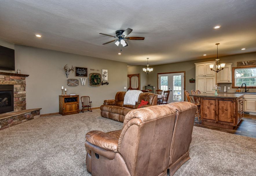 19618 Farm Road 2015 Aurora, MO 65605 - Photo 4