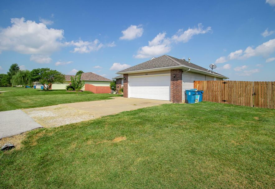 211 East Chrysler Avenue Clever, MO 65631 - Photo 5