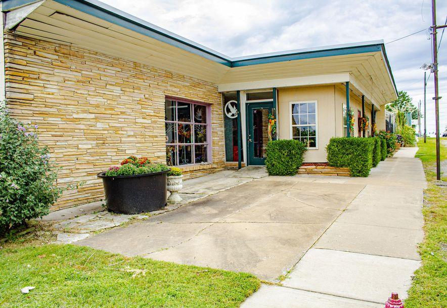 428 East Church Street Aurora, MO 65605 - Photo 3