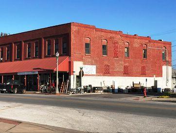 17 East Olive Street Aurora, MO 65605 - Image 1