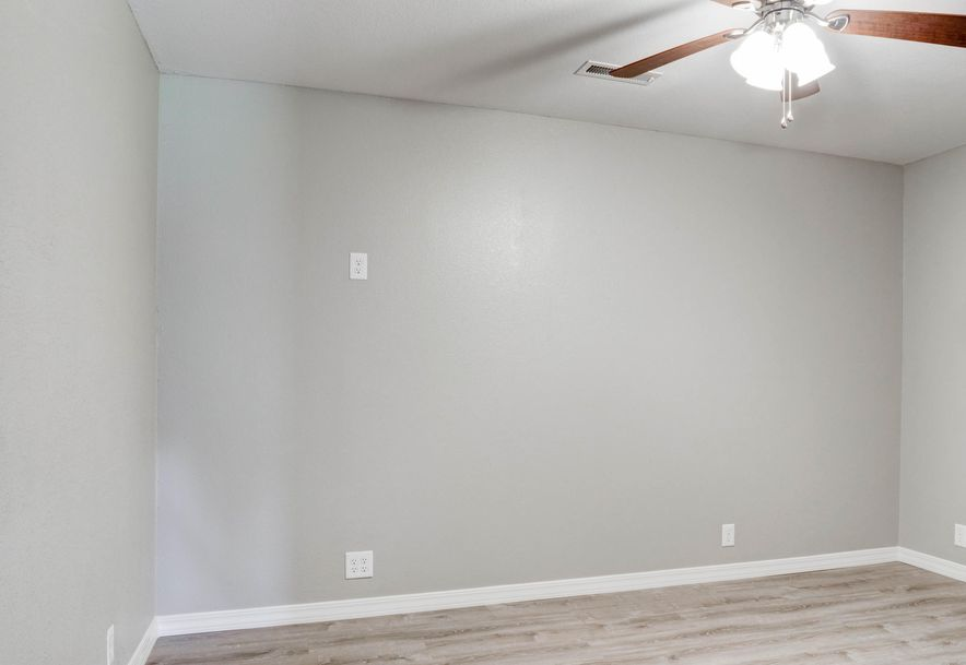6055 Private Road 8882 West Plains, MO 65775 - Photo 4