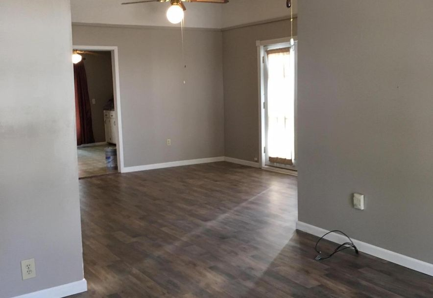 210 West Lee Street Aurora, MO 65605 - Photo 5