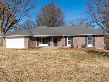 1055 East Westchester Drive Springfield, MO 65810 - Image 1