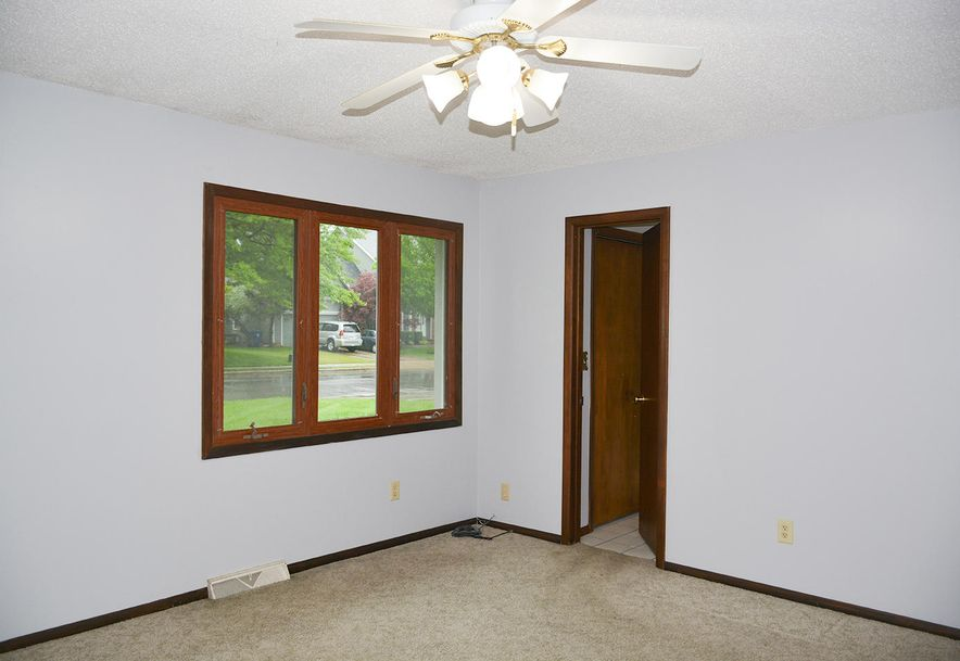 2815 South Claremont Avenue Springfield, MO 65804 - Photo 21