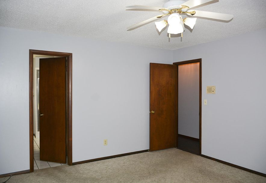 2815 South Claremont Avenue Springfield, MO 65804 - Photo 22