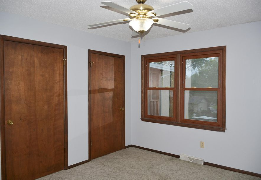 2815 South Claremont Avenue Springfield, MO 65804 - Photo 26