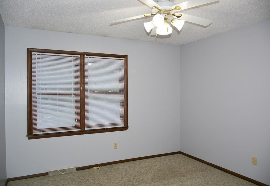 2815 South Claremont Avenue Springfield, MO 65804 - Photo 28