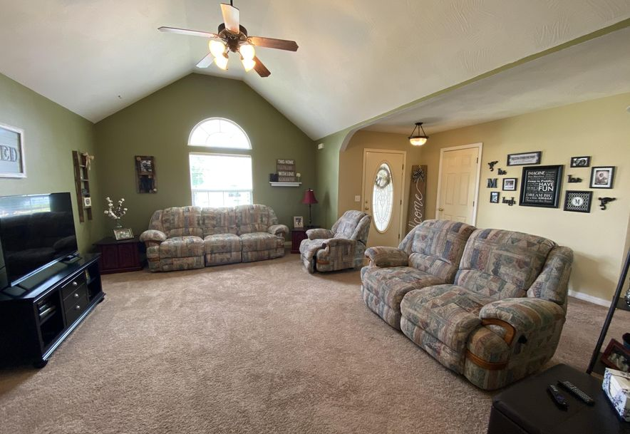 210 East Cypress Street Clever, MO 65631 - Photo 4
