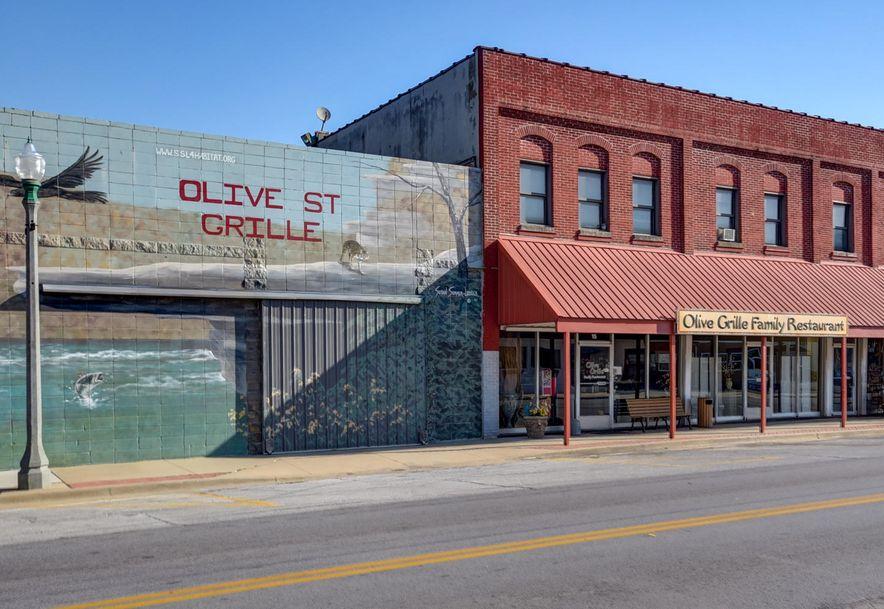 15 East Olive Street Aurora, MO 65605 - Photo 1