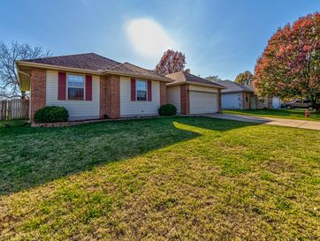212 East Robin Road Clever, MO 65631 - Image 1