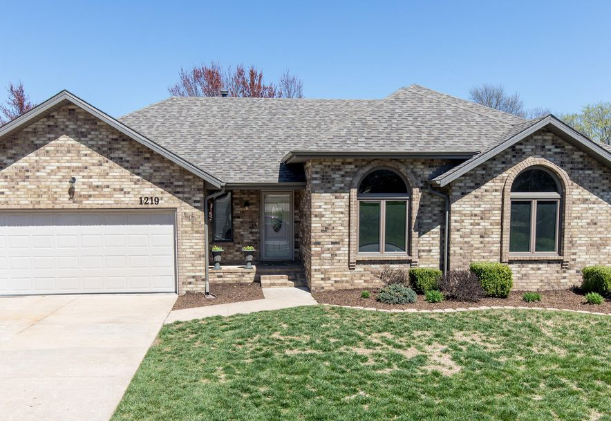 1219 West Highpoint Street Springfield, MO 65810 - Photo 2